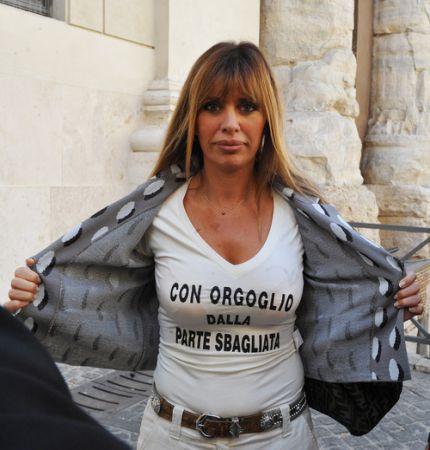 La Mussolini liquida Cusani e Fazzone con un tweet: forse non è chiaro, in Europa ci vado io