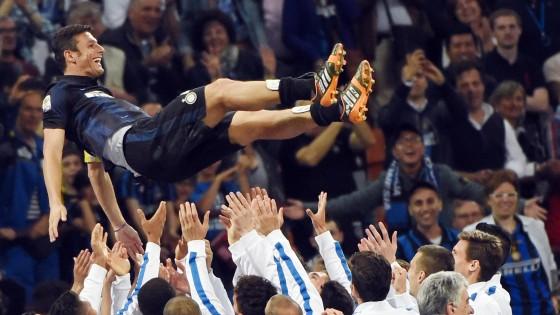 Inter batte la Lazio (4-1) e va in Europa. Commosso addio di Zanetti