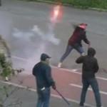 Lazio, per la Juve gli ultras biancocelesti attaccano la polizia: lancio di sassi e bottiglie. Indag...