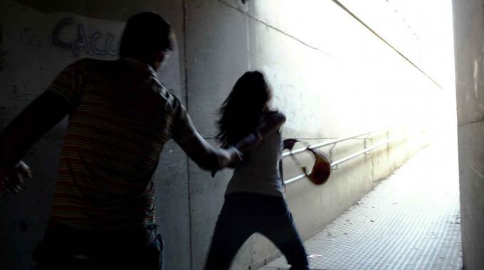 FIUMICINO/Donna rischia di essere violentata, salvata da un'amica