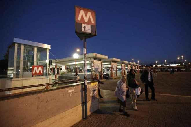 Nubifragio roma l entrata della stazione metro anagnina for Affitto ufficio anagnina