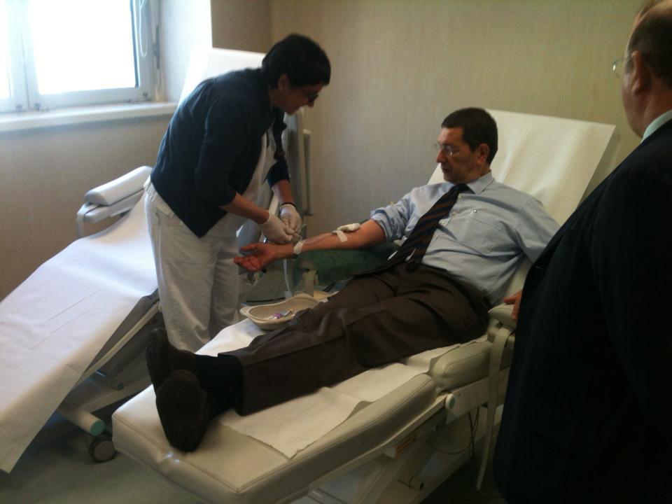 Il sindaco Marino dona il sangue al Tor Vergata: a Roma alta percentuale di donatori di organi