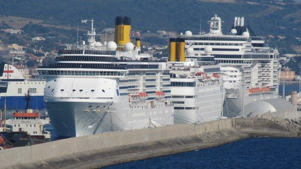 Nel porto di Civitavecchia arriva Oasis of the Seas, la nave da crociera più grande al mondo