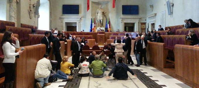 Multiservizi, continua la protesta e l'occupazione dell'Aula Giulio Cesare