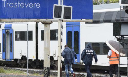 Minaccia di lanciarsi sotto un treno in corsa: salvato