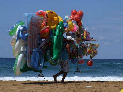 FREGENE/Dalla pineta al mare con 127 venditori abusivi