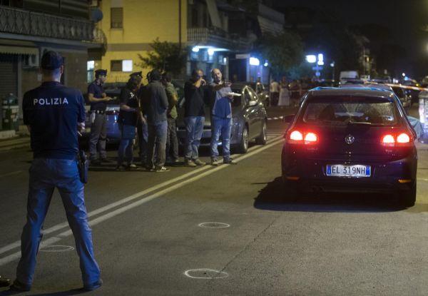 Anagnina, agguato in strada: 40enne incensurato ucciso da due killer. La fuga a bordo di una moto