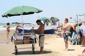 Crisi, tra tolleranza zero e nuove regole in spiaggia arrivano i precari italiani