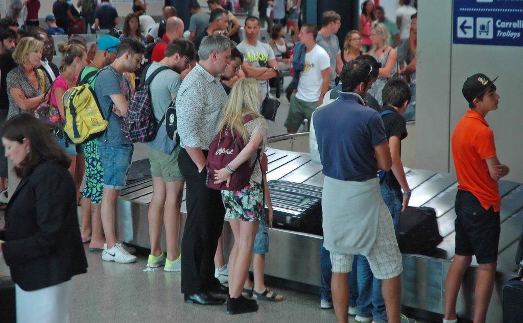 Alitalia Cagliari-Roma, bagagli attesi un'ora e mezza