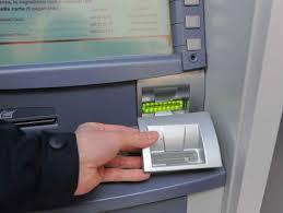 Sorpresi a rubare macchina clona-bancomat: 3 arresti