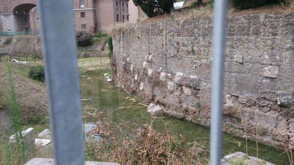 Bimillenario Augusto, nel giorno del debutto Mausoleo allagato. Ingresso da una passerella