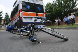 Travolto da un'auto: muore il ciclista 73enne investito mercoledì