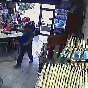 Fiumicino, rapina una tabaccheria ma la videosorveglianza lo incastra: arrestato
