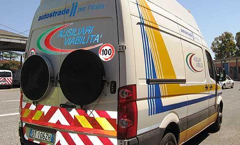 A1, corsia chiusa dopo Cassino: travolto un furgone della società autostrade