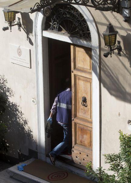 Piazza di Spagna, balla sulla terrazza di un convento: precipita e muore una 19enne polacca