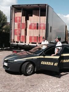 Contrabbando: Gdf blocca Tir con 9 tonn. sigarette, arresti