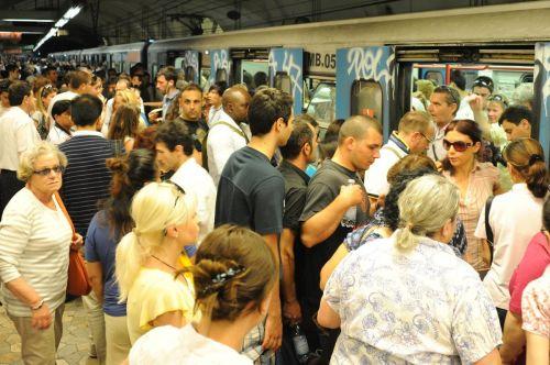 Metro, a Ferragosto borseggiatori scatenati: 32 arresti in pochi giori