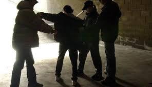 Picchiato e rapinato in periferia: paura per un tredicenne