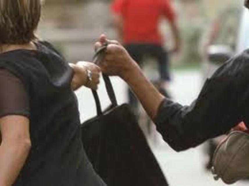 Metro A, piazza di Spagna e Barberini assediate dai borseggiatori: 10 arresti in poche ore