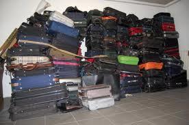 Fiumicino, lavoratori Alitalia in protesta: le valigie restano a bordo pista