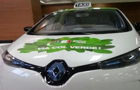 Taxi elettrici, parte la sperimentazione con le auto ecologiche al 100%