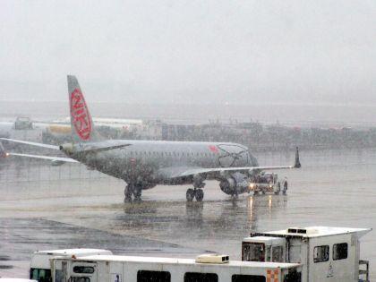 """Roma-Catania, un volo con 12 ore di ritardo. Alitalia: """"Colpa del maltempo"""""""
