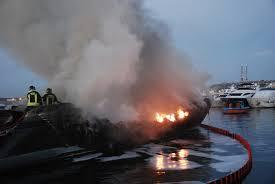 Ostia, fiamme nella discarica delle barche: ipotesi incendio doloso