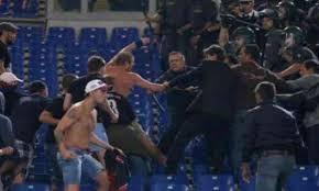 Champions, daspo per 8 tifosi dopo gli scontri prima di Roma-Cska. Lo steward: