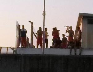 immigrati sul tetto