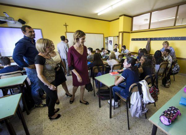 Si ritorna a scuola tra scioperi dei bus e visite dei ministri. Cattoi: