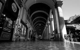 Decoro, ripuliti i portici di piazza Vittorio all'Esquilino