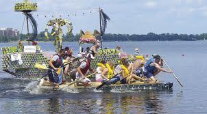 Re boat race, a Roma la regata delle barche riciclate