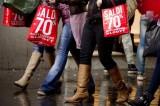 """Saldi, l'allarme di Confcommercio: """"Vendite giù del 5% rispetto al 2013"""""""