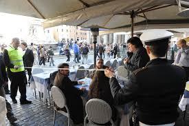 Commercio, l'autunno caldo di ambulanti e ristoratori per difendere banchi e tavolini selvaggi