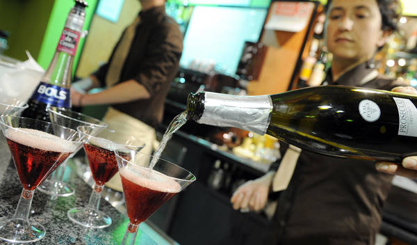 Il bar per relax e per socializzare: il 96% dei giovani sempre presente