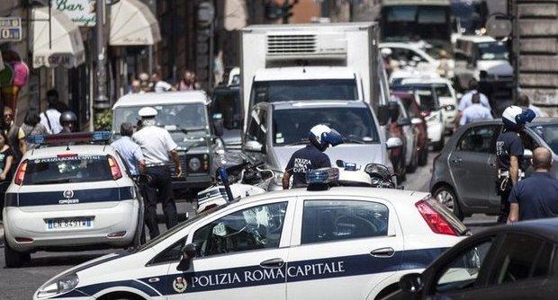 Incidente sulla tangenziale e un pedone investito: per il traffico altra giornata di passione