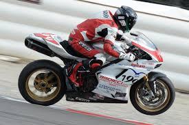 Ducati Desmo Challange con moto rubate: denunciati