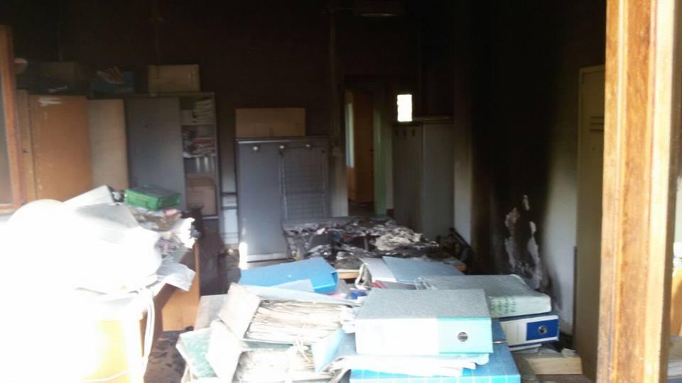 Incendio nell'ufficio concessioni spiagge di Ostia: bruciati i faldoni