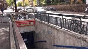 Gambizzato in strada, pregiudicato si rifugia nella metro Lucio Sestio