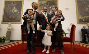Nozze gay, nuovo affondo della chiesa ma Marino non torna indietro: