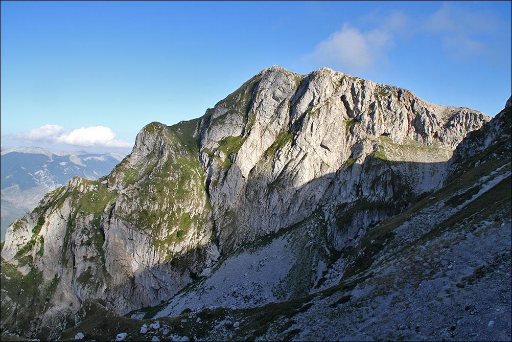 Impegnato in una escursione si ferisce sulle montagne del Pizzo Deta: salvato