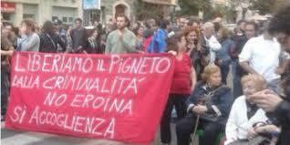 """Pigneto, abitanti in piazza contro la droga: """"Stop spaccio"""""""