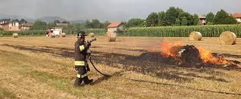 Incendio in una azienda agricola di Ceccano: in fiamme 150 rotoballe