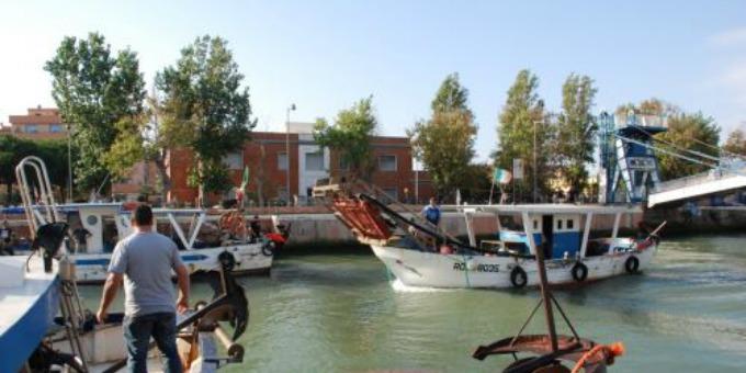 Vongolare, prosegue il blocco del canale di Fiumicino