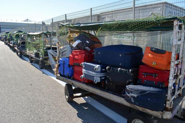 Alitalia, riparte la protesta dei bagagli a Fiumicino Task force in campo per superare l'emergenza