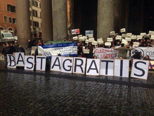 """Beni culturali, i lavoratori del Mibact in piazza: """"Mai più gratis"""""""