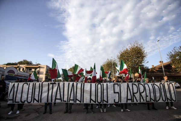 Infernetto, la manifestazione contro i minori immigrati: