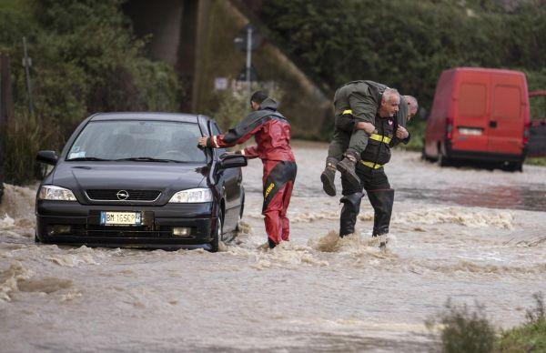 Maltempo, dopo la frana ancora ritardi sulla Roma-Viterbo: si contano i danni nel frusinate
