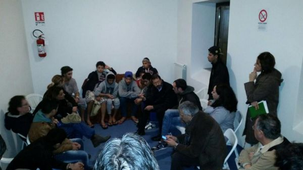 Marino incontra i minori costretti a fuggire da Tor Sapienza: