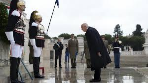 Napolitano depone una corona di fiori per la cerimonia del 4 novembre